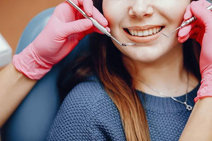 Implanty zębów jednofazowe czy dwufazowe - na który zabieg implantacji się zdecydować?